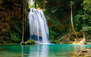 vodopad-voda-padaet